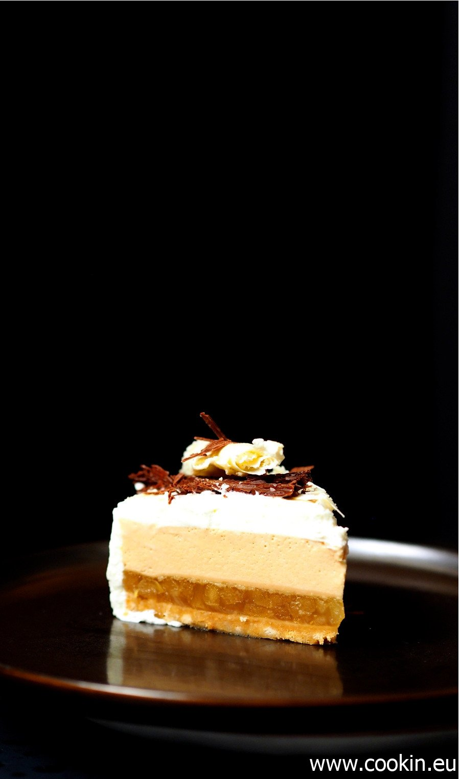 Törtchen mit Apfel, Haselnuss und Sahnecreme von karamellisierter weißer Schokolade